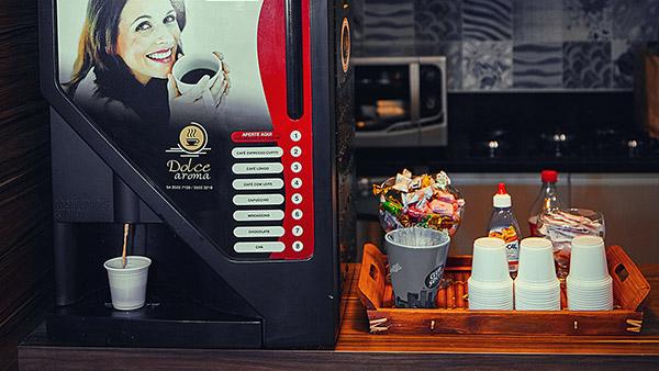 Café de máquina ou passado