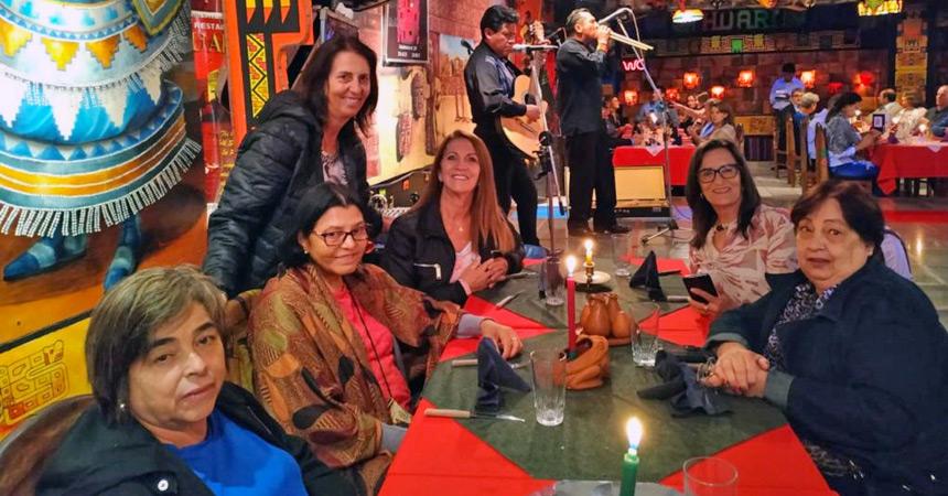 Jantar típico boliviano com as amigas de viagem
